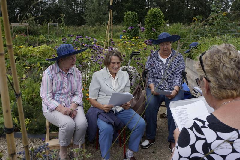 Gasten van Spaarnestroom naar de Zintuigentuin in Haarlem