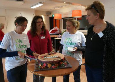De taart van Vesia was groot genoeg voor iedereen die een stuk wilde.