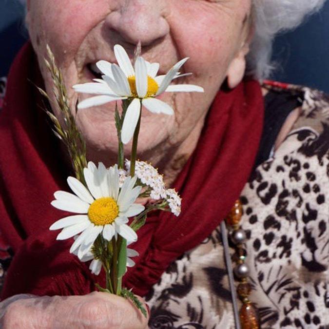 Voelen, ruiken en proeven voor ouderen met een visuele beperking